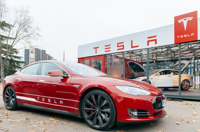 Emissões do carro bonde zero do modelo S de Tesla imagens de stock