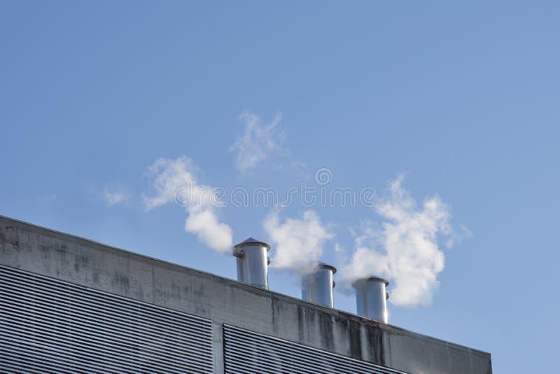 Emissões industriais no ar imagens de stock