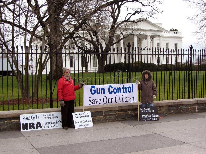 Emissione del controllo delle armi fotografie stock libere da diritti