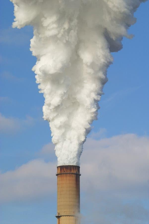 Emissioni della centrale elettrica fotografia stock libera da diritti
