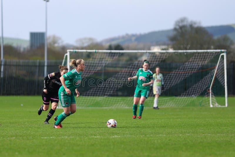 Emma Farmer pendant le match de ligue national des femmes entre les femmes de Cork City FC et le Wexford Youths image stock