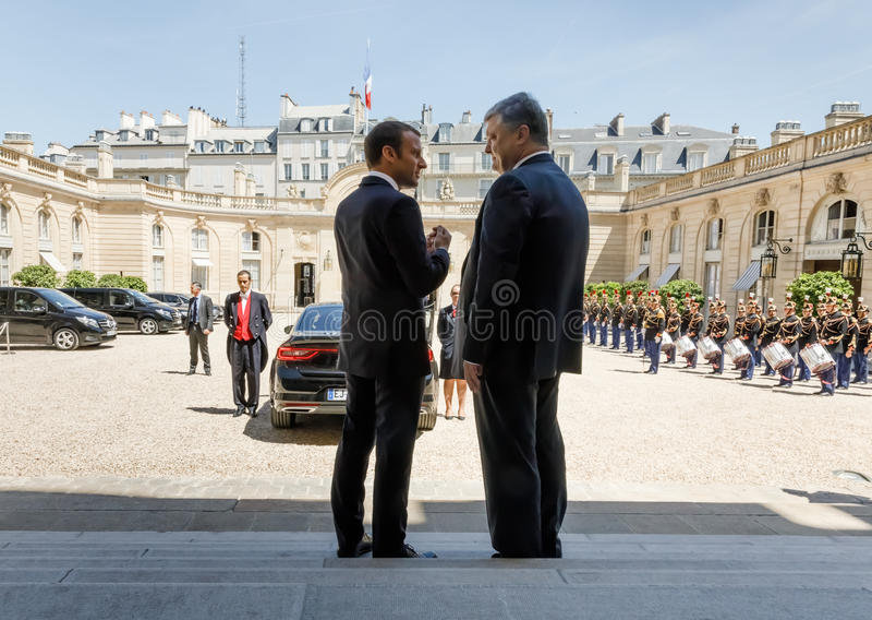 Emmanuel Macron и Petro Poroshenko стоковые фото