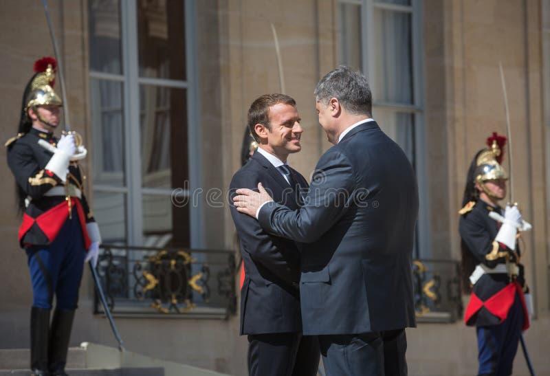 Emmanuel Macron и Petro Poroshenko стоковые изображения