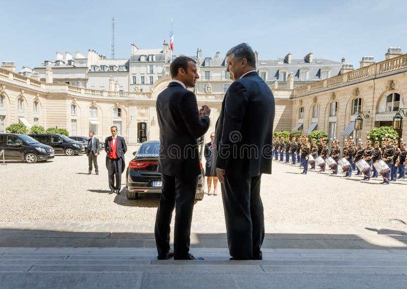 Emmanuel Macron e Petro Poroshenko fotografie stock
