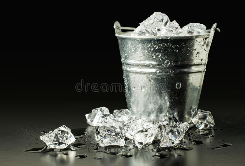 Emmer met ijs royalty-vrije stock fotografie