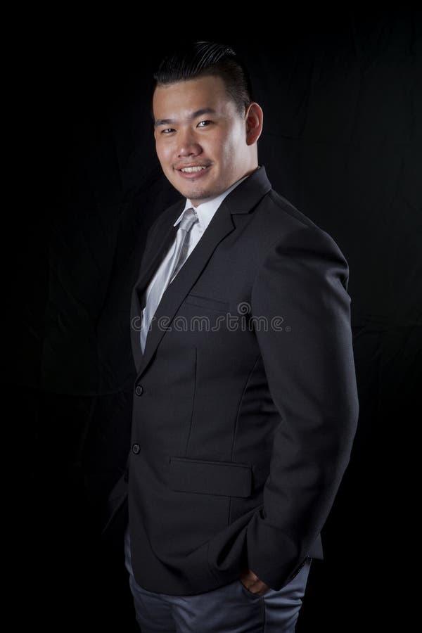 Emoção de sorriso da felicidade da cara do retrato do negócio mais novo asiático fotografia de stock royalty free