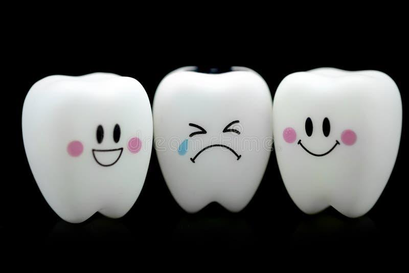 Emoción de la sonrisa y del grito del diente foto de archivo