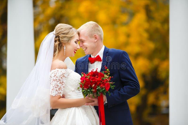 Emociones de la boda del otoño foto de archivo libre de regalías