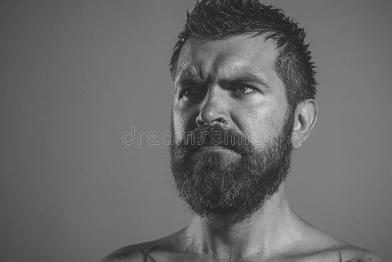 Emociones masculinas Moda del peluquero y belleza del tatuaje imágenes de archivo libres de regalías