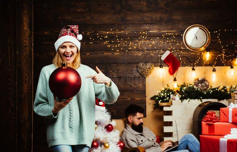 Emociones verdaderas Descuentos de la venta de los días de fiesta de la Navidad Cara de las expresiones Emociones de la bomba Pre fotos de archivo libres de regalías