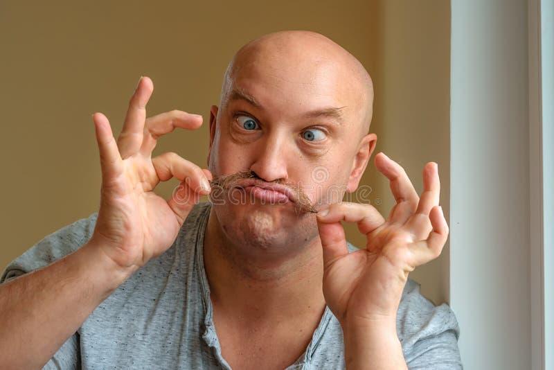 Emocjonalny mężczyzna z wąsy różnymi wyrazami twarzy na twarzy obraz royalty free
