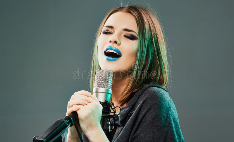 emocjonalny piosenkarz młode kobiety fotografia royalty free