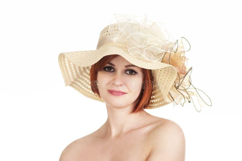 Emocjonalny portret nagi kapelusz na białym tle i dziewczyna zdjęcia stock