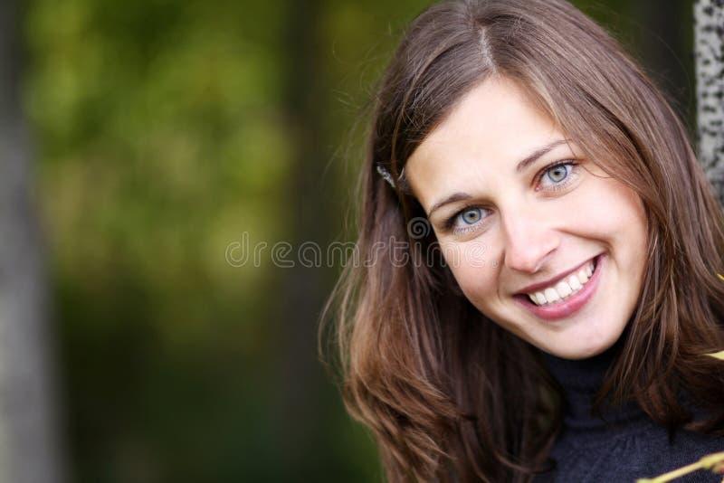 Emocjonalny portret rozochocona dziewczyna zdjęcia stock