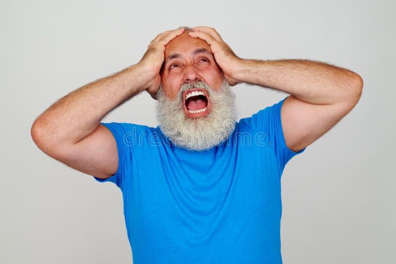 Emocjonalny starzeję się mężczyzna wyrażać pitty i frustracja obrazy royalty free
