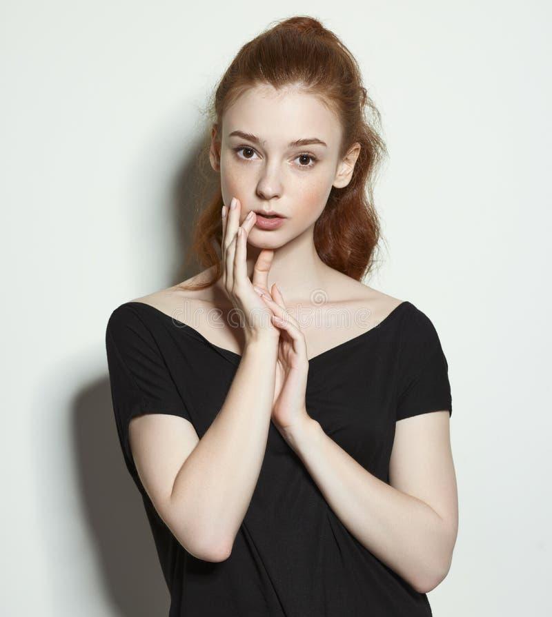 Emocjonalnych piękno portretów miedzianowłosa dziewczyna obraz royalty free