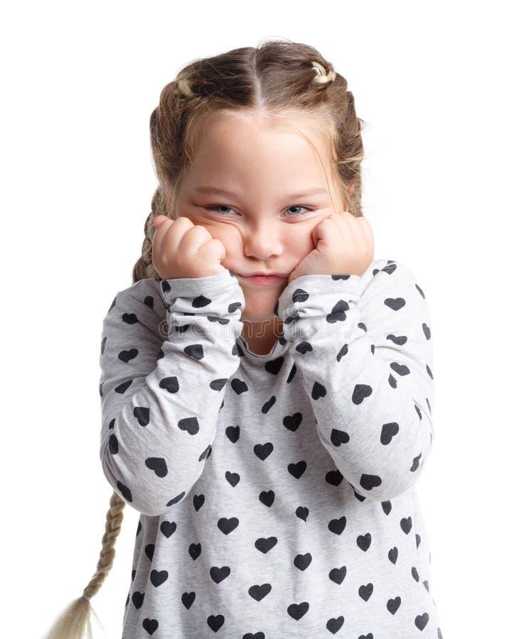 emoties Een kleine meisjesholding op het gezicht Witte geïsoleerde achtergrond royalty-vrije stock afbeelding