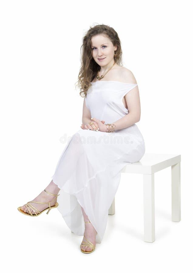 Emoties van mooi meisje in een witte kleding royalty-vrije stock foto's