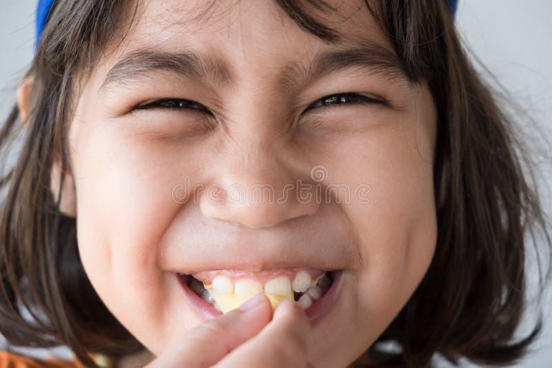 Emoties van zuur op het gezicht van het meisje royalty-vrije stock foto