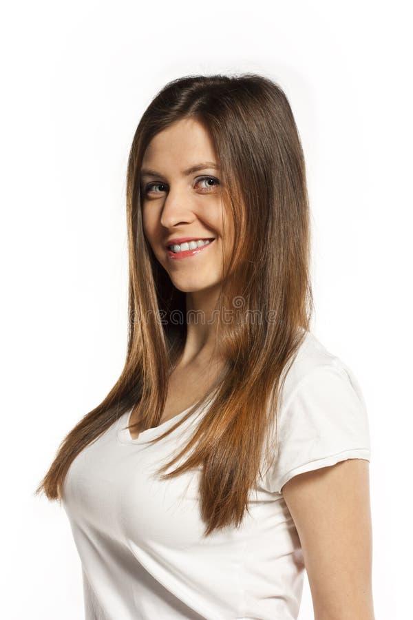 Emotionale junge Frau lacht laut stockfoto