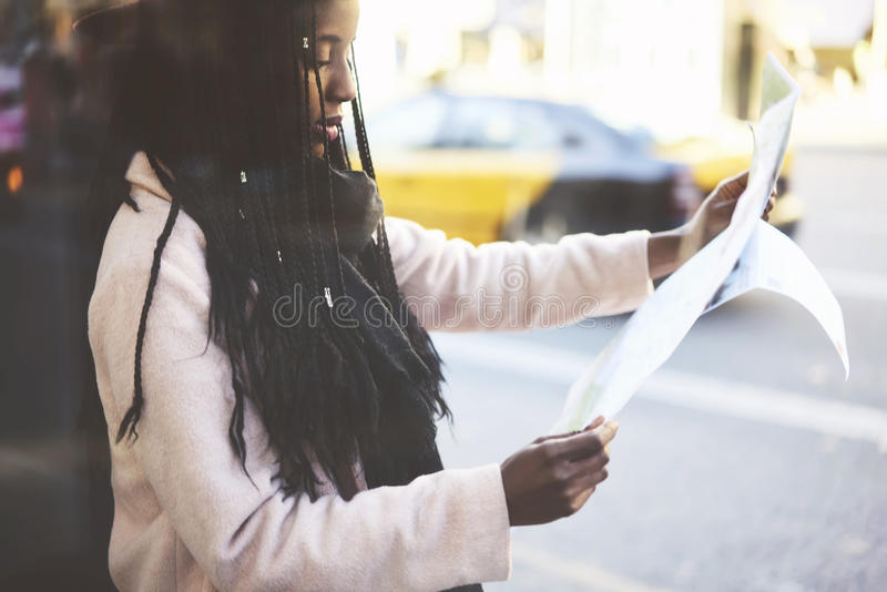Emotionele mooie afro Amerikaanse vrouw stock afbeelding