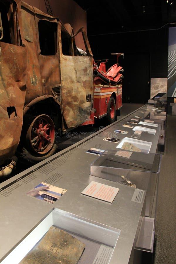 Emotionell bild av brandlastbilen och andra objekt som återställs från terrorattacker, statligt museum, New York, 2016 fotografering för bildbyråer