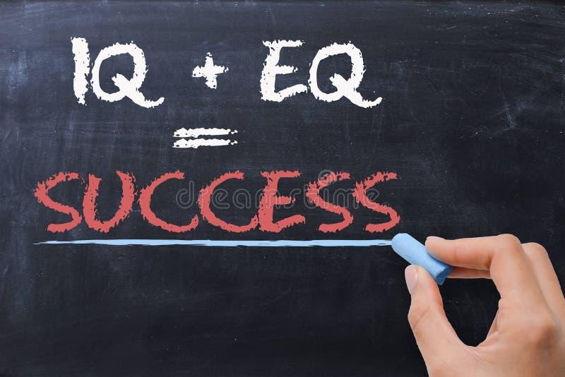 Emotionell kvot EQ plus IQ för intelligenskvot - framgångformel arkivfoton