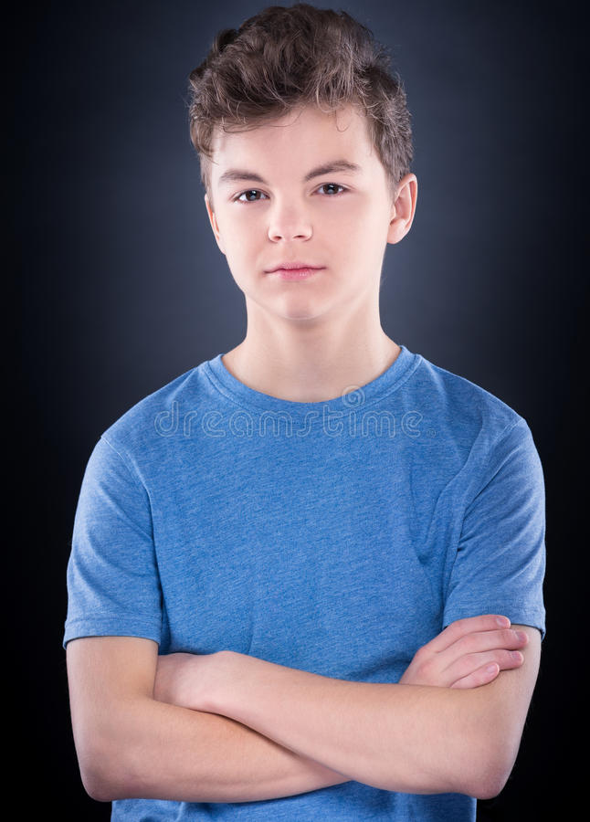 Emotionell stående av den tonåriga pojken royaltyfria bilder