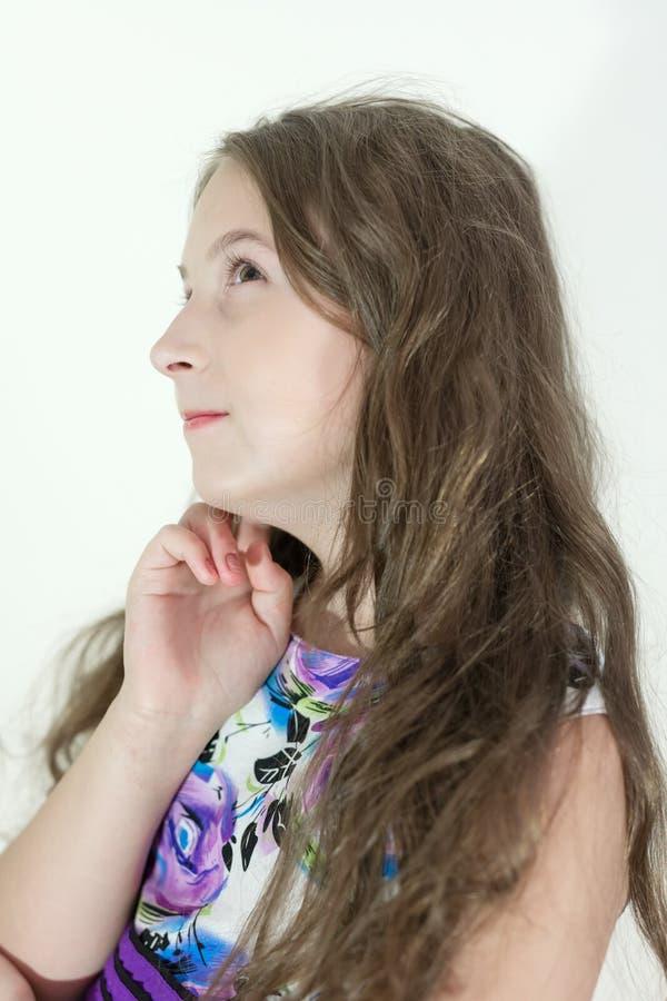 Emotionell stående för gullig tonårig flicka royaltyfri foto