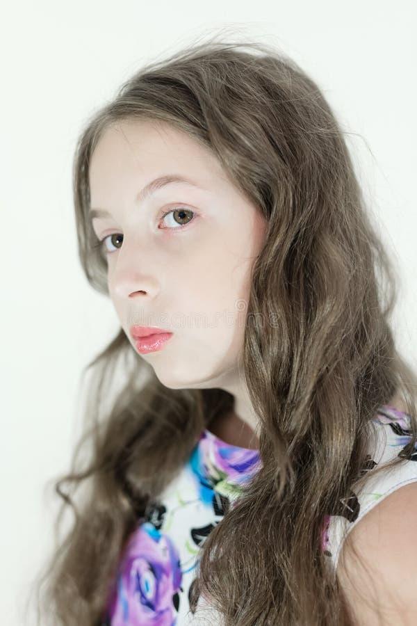 Emotionell stående för gullig tonårig flicka arkivbild