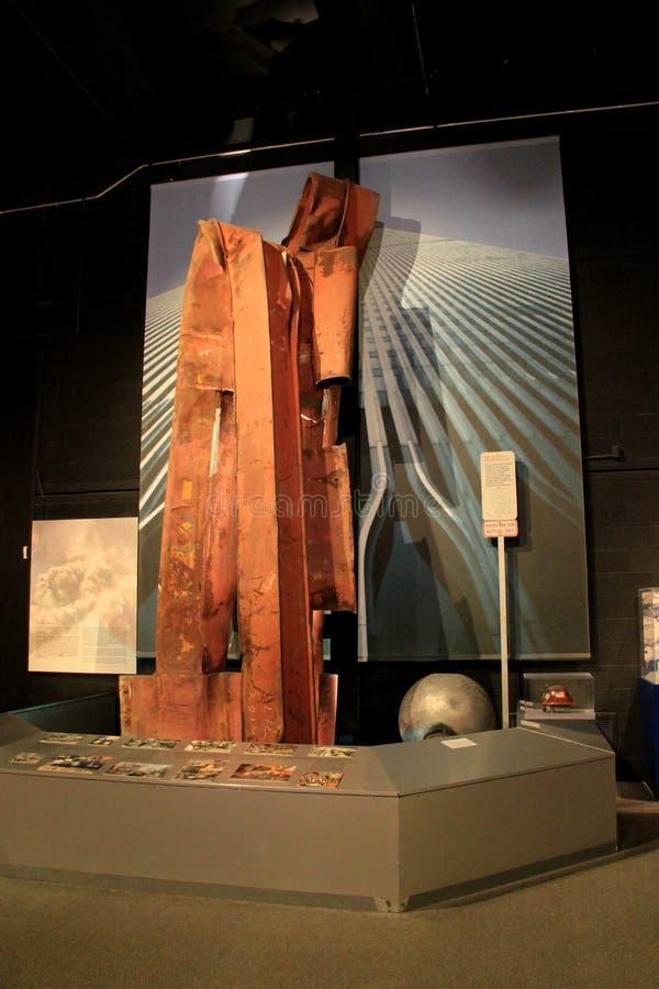 Emotionell utställning av stycken av World Trade Center efter terrorattack, museum för New York stat, Albany, New York, 2015 royaltyfria foton