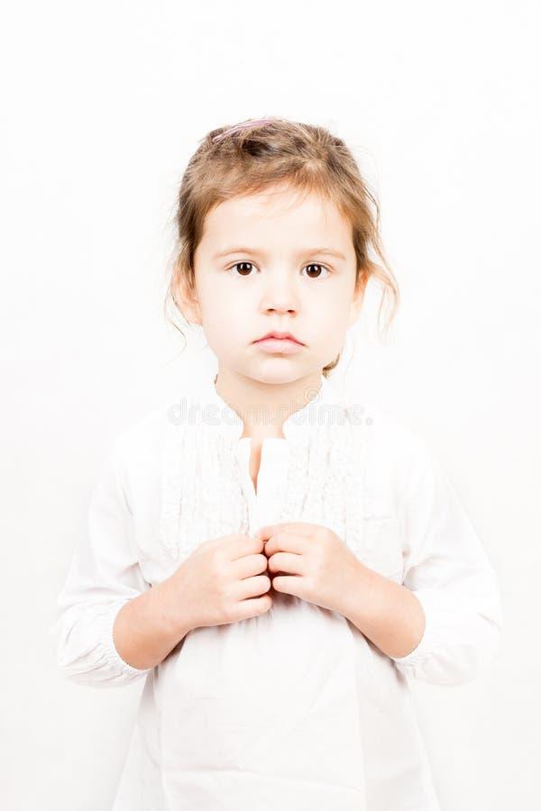 Emotionellt ansiktsuttryck av lilla flickan - stillhet fotografering för bildbyråer