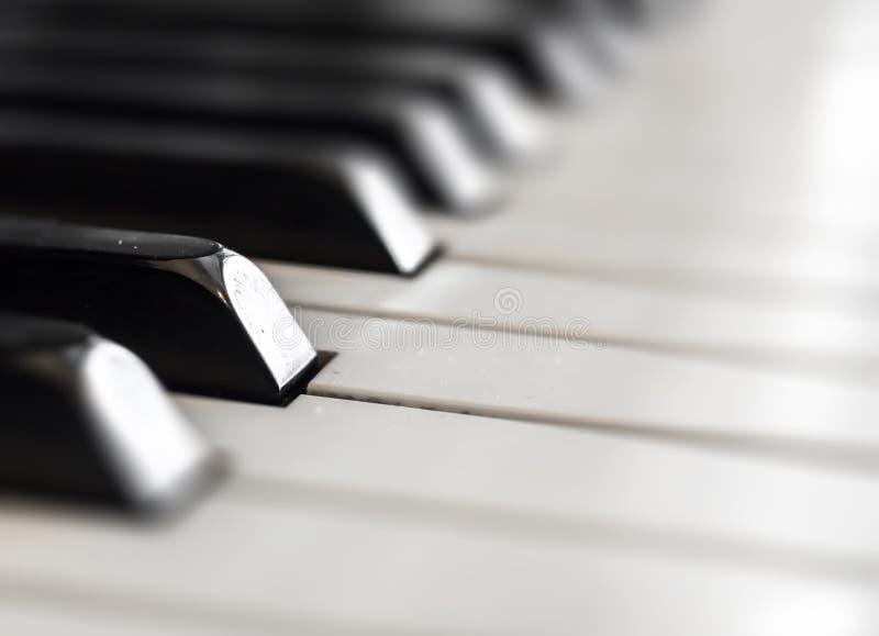 Empañado de fondo del teclado de piano imagenes de archivo