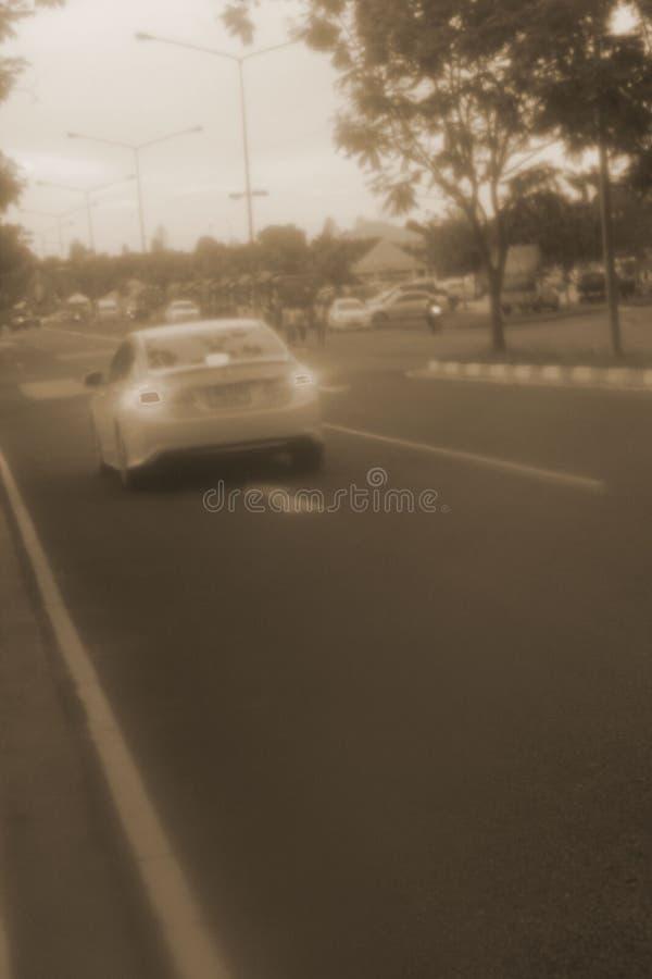 Empañado del coche y de motocicletas en ciudad fotos de archivo