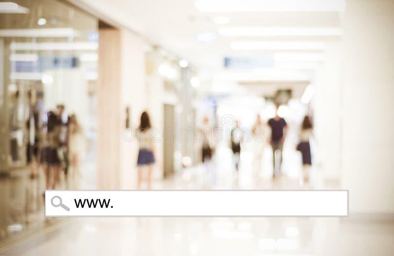 Empañe la luz de la tienda y del bokeh con la barra de la dirección, CCB que hace compras en línea imágenes de archivo libres de regalías