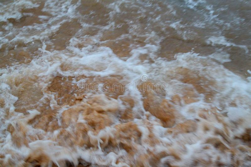 Empañe la onda de la burbuja en el mar en la arena para el fondo fotografía de archivo libre de regalías