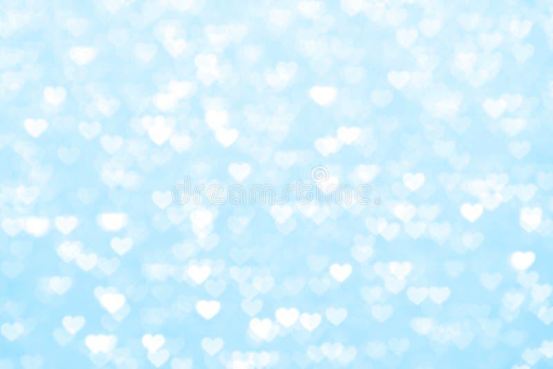 Empañe romántico hermoso del fondo azul del corazón, sombra en colores pastel suave del corazón de las luces del bokeh del brillo fotografía de archivo