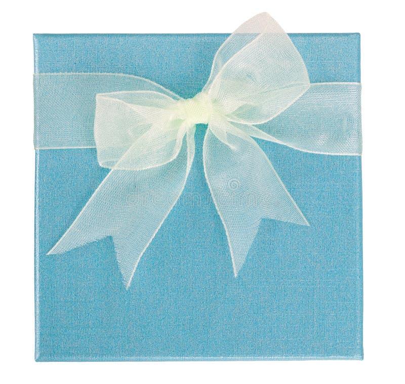 Empalideça - a caixa azul com a fita branca isolada foto de stock royalty free