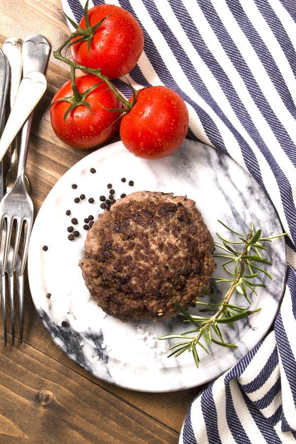 Empanada asada a la parrilla de la hamburguesa de la carne de vaca de Irlanda del Norte fotos de archivo libres de regalías