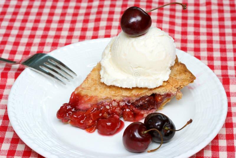 Empanada de la cereza y helado imagen de archivo