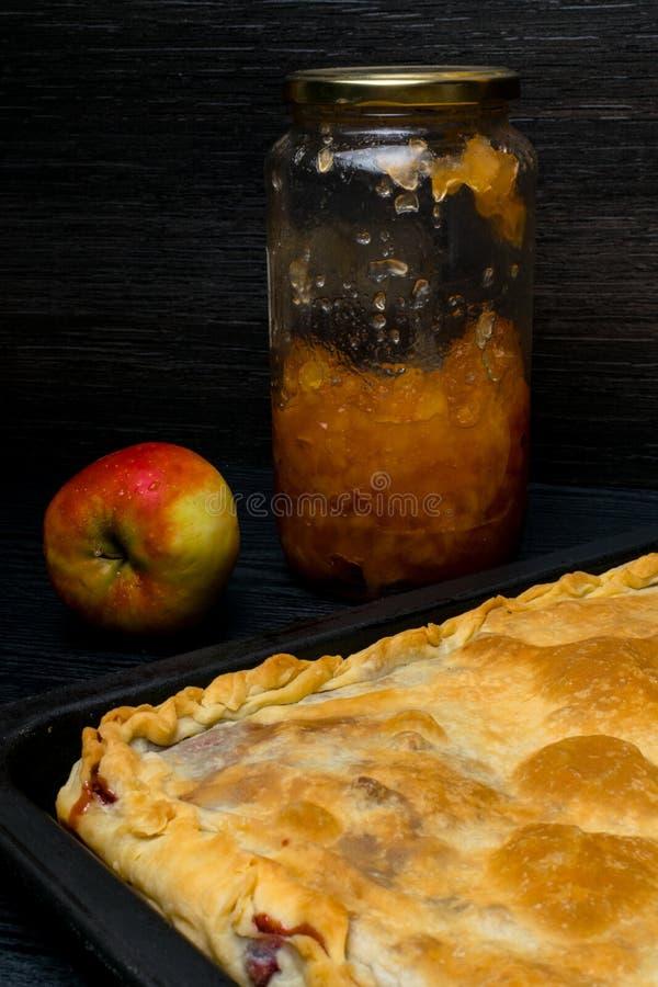empanada de manzana deliciosa tradicional hecha en casa con el atasco de manzanas imagen de archivo libre de regalías