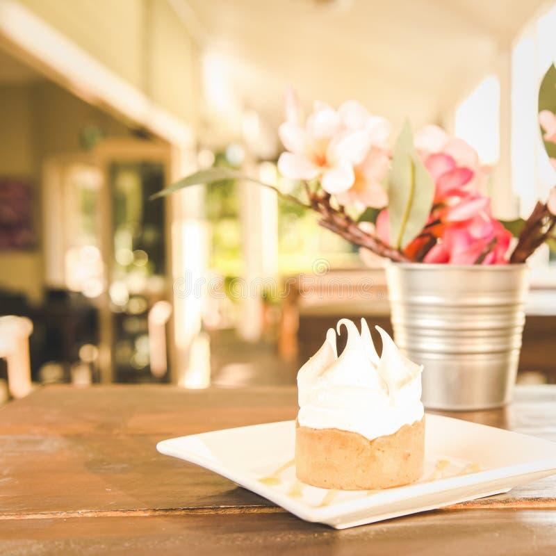 Empanada de merengue de limón fotos de archivo libres de regalías