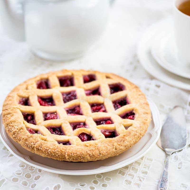 Empanada del enrejado de Apple, de la fresa y de Blackberry foto de archivo libre de regalías