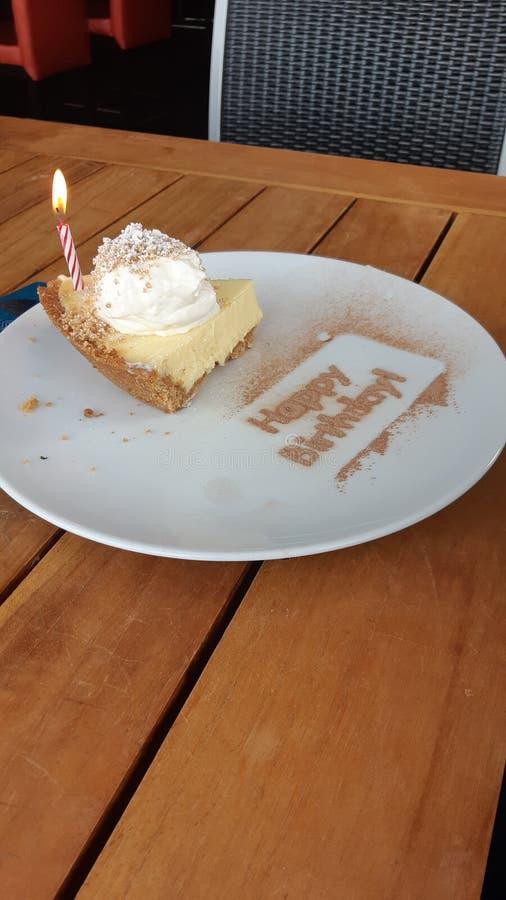 Empanada del keylime del feliz cumpleaños imagen de archivo