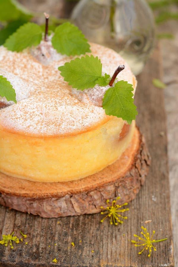 Empanada del queso con las peras foto de archivo