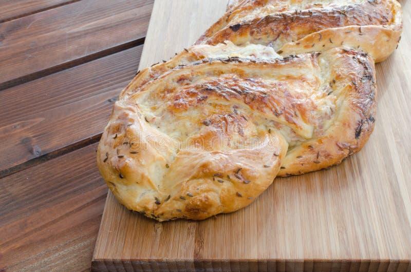 Empanada empanada con el jamón del svarzvald fotografía de archivo