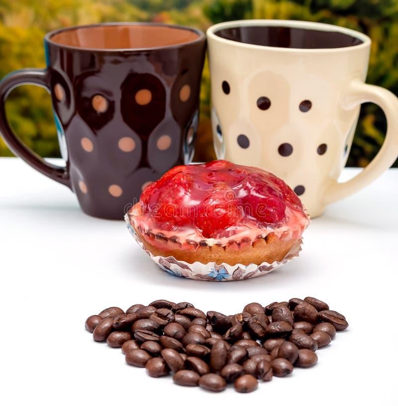 Empanada y hornada del café y de la fruta de los medios del desierto foto de archivo libre de regalías