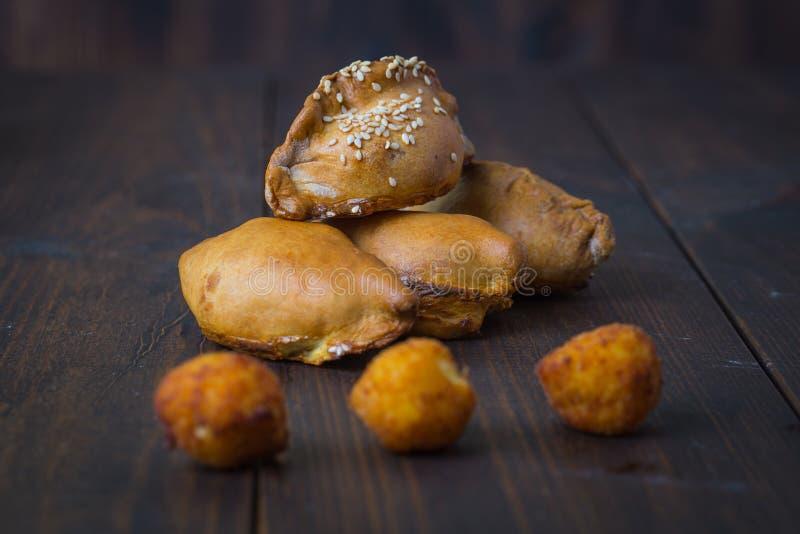 Empanadas - τηγανισμένες η Αργεντινή πίτες κρέατος στοκ εικόνα