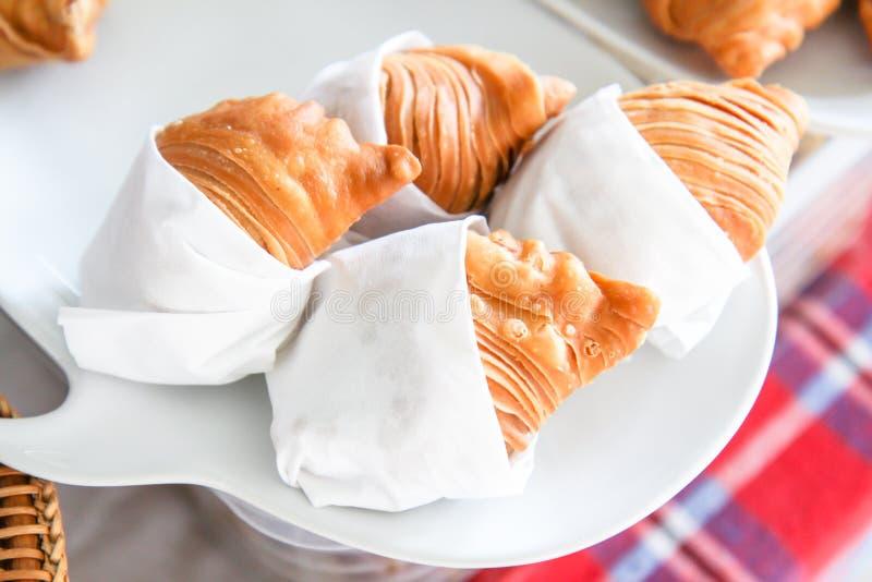 Empanadas или печенье слойки карри, стиль empanadas тайский, очень вкусная слойка карри стоковое фото