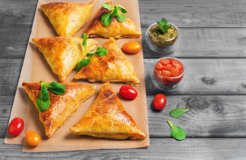 Empanadas de Samosa con la carne fotos de archivo